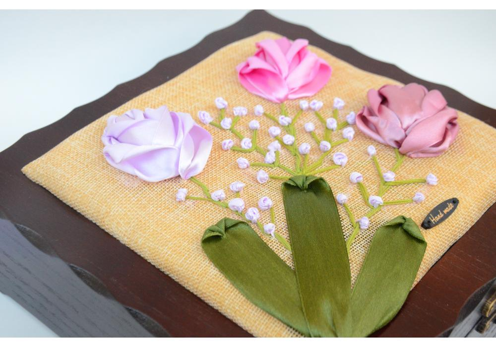 Embroidered box of satin -Spring Flower blooming - Box Organizer with 9 Compartments |3 Flowers
